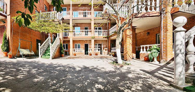 Отель Набережная 13
