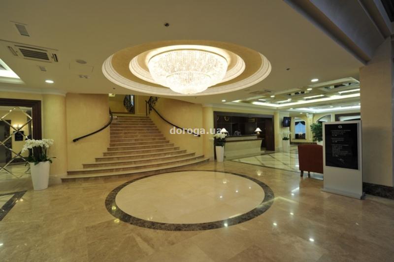 Отель Шахтер Плаза